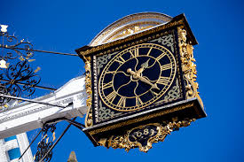 2017-12 No3 clock in Guildford high street