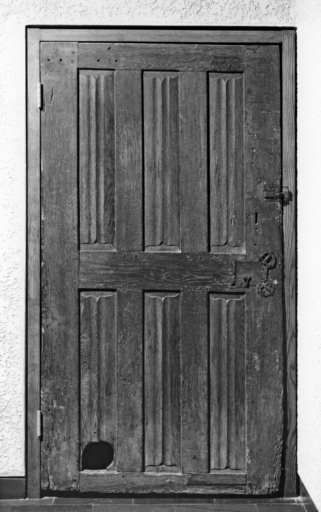 French carved oak door with cat hole, c.1450-1500: from Wikimedia Commons